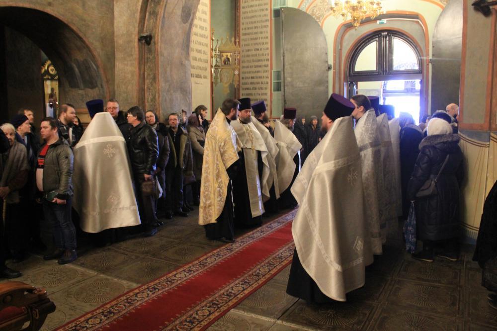 Владимир простился с настоятелем Успенского собора  Василием Войнаковым