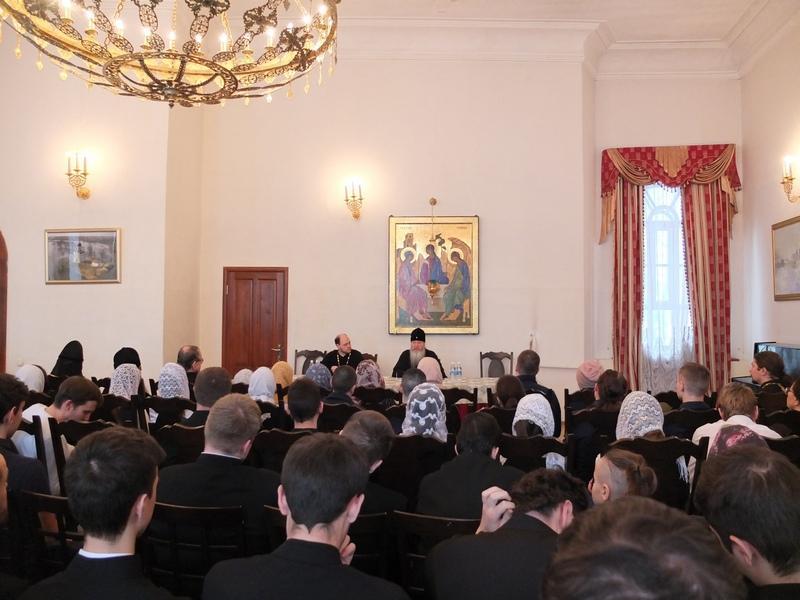 В День православной молодёжи митрополит Владимирский и Суздальский побеседовал с молодежью города Владимира