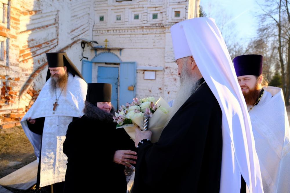 Митрополит Тихон совершил Божественную литургию в Благовещенском женском монастыре