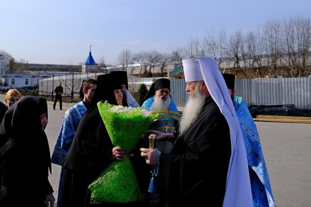 В день Похвалы Пресвятой Богородицы митрополит Тихон совершил литургию в Боголюбском монастыре