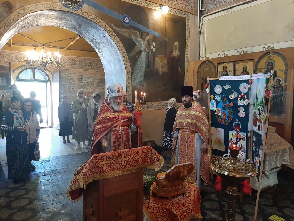 25 - 26 мая Ковчег с мощами святого благоверного князя Александра Невского находился в Спасо-Преображенском храме г. Владимира