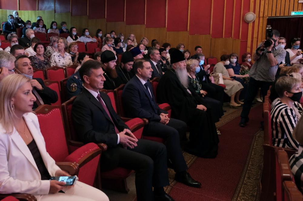 Высокопреосвященнейший митрополит Тихон поздравил с профессиональным праздником социальных работников Владимирской области